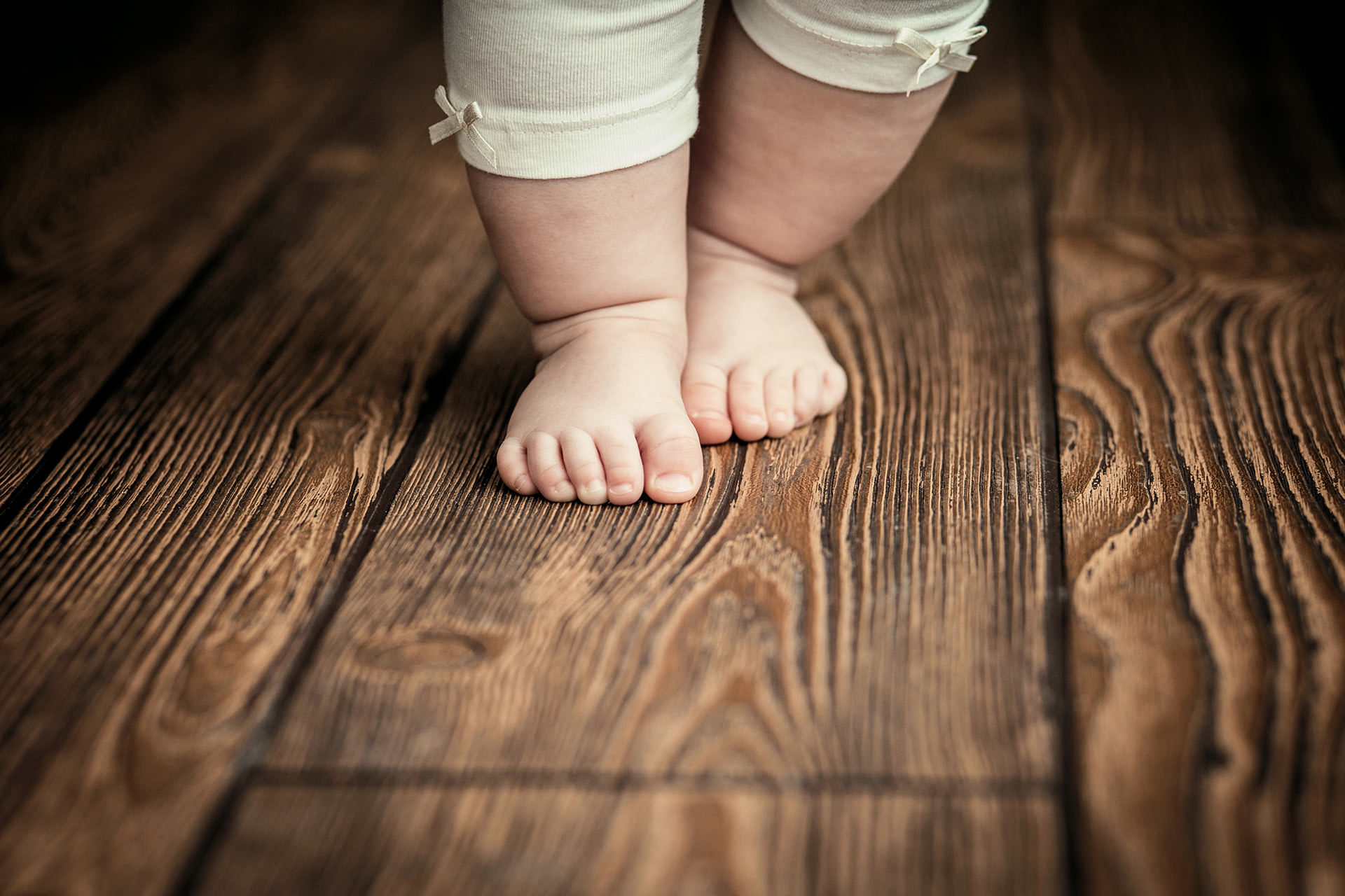 Baby feet doing the first steps. Baby's first steps.